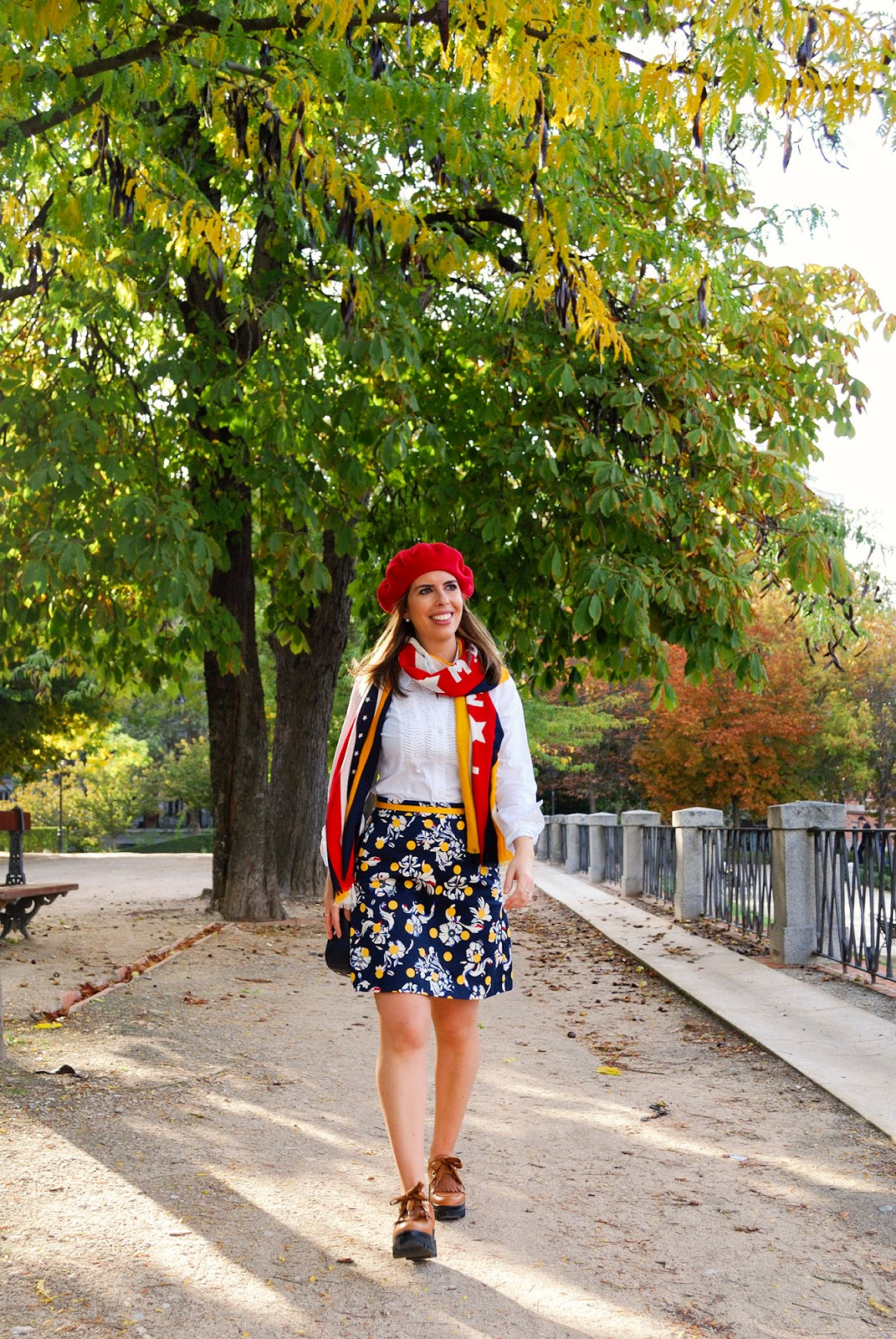 Tommy Hilfiger blogger travel outfit Retiro Park Madrid