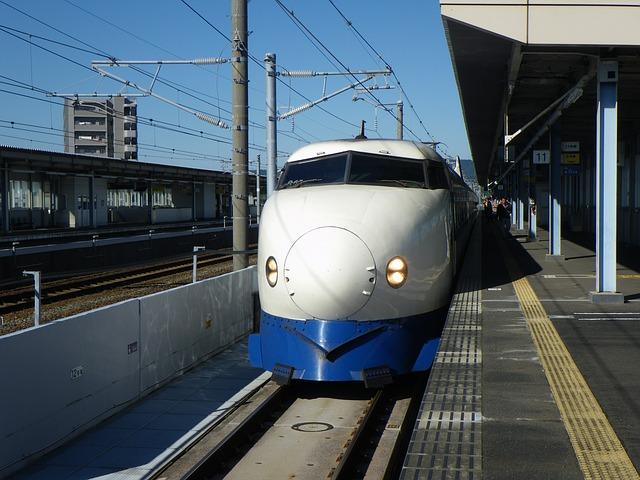 Những chuyến tàu hoành tráng nhất Nhật Bản