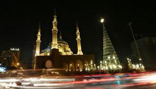 Munculnya Foto Heboh Pohon Natal Hiasi Halaman Masjid