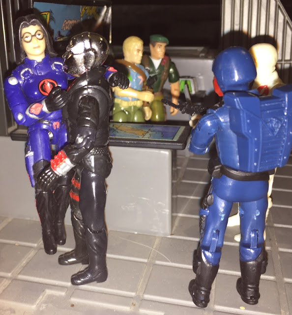 1997 Baroness, Toys R Us Exclusive, Fuera De La Ley, Destro, Argentina, Plastirama, 1987 Chuckles, Cobra De Hielo, Storm Shadow, 2002 Convention Exclusive paratrooper Dusty, Black Major, Red Laser, Blue Crimson Guard Bootleg