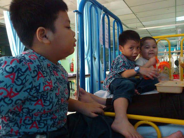 Melawat adik Izz di Institut Pediatrik Hospital Kuala Lumpur