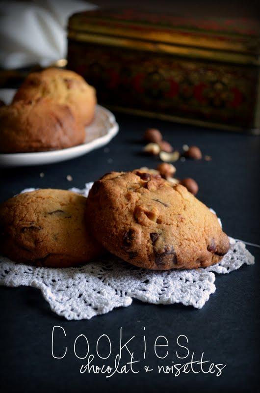 cookies chocolat blanc chocolat noir et pluie de noisettes voyage gourmand. Black Bedroom Furniture Sets. Home Design Ideas