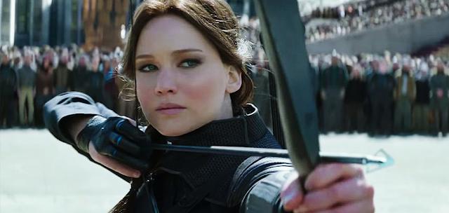 Katniss (Jennifer Lawrence) și o unitate de soldaţi din District 13, se angajează într-o misiune de înfiltrare în Capitoliu