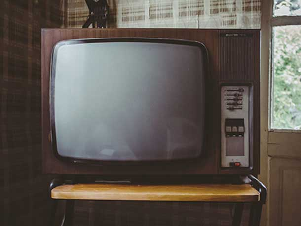 essay on television for school students and childrens lines  10 lines essay on television