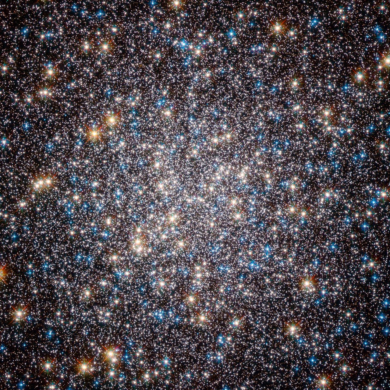 Phần tâm dày đặc sao của Cụm sao Messier 13. Hình ảnh: ESA/Hubble & NASA.