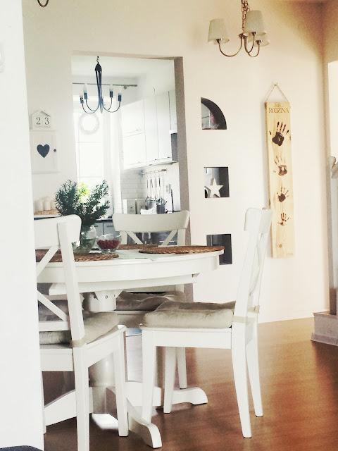 Deska z odciskami dłoni / handprints on wooden plank, deska na ścianie,  ozdoba z drewna, drewniana deska z napisem, rodzinna pamiątka