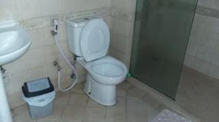 Kamar mandi lantai 1 the flojo