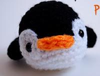 http://enemydolls.blogspot.com.es/2012/12/patron-de-pinguino-pequeno-little.html