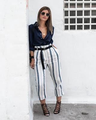 outfit casual con pantalón a rayas