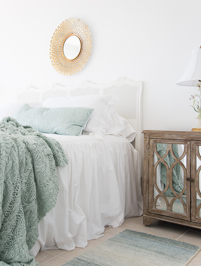white-coverlet-aqua-throw