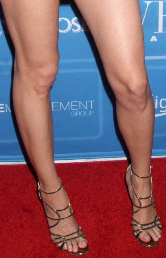 https://celebritygalaworld.blogspot.com/2012/06/heather-graham-legs-and-feet-joins.html