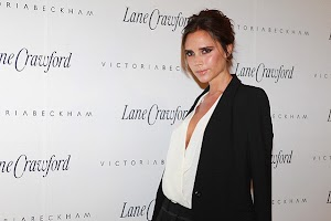 Victoria Beckham promoutiruet own brand in China