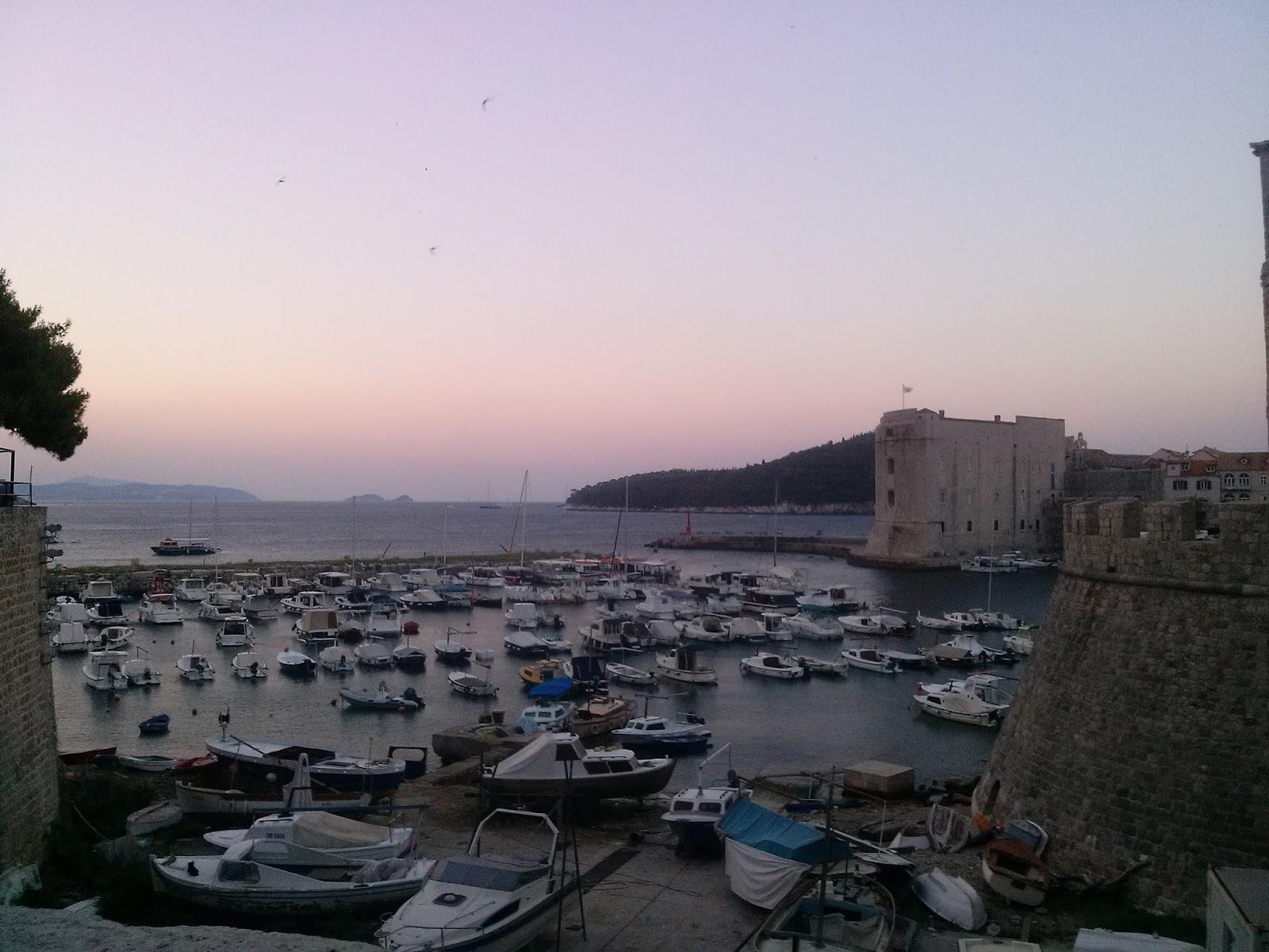 Amaneciendo a la salida del Revelin en Dubrovnik