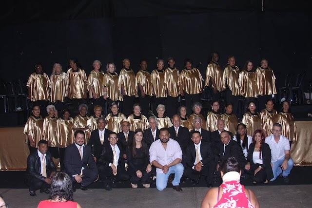 Senador Canedo: Idosos do Coral de Vozes se apresentaram na Praça Criativa