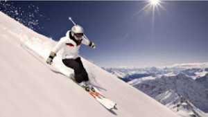 Liburan Ekstrem Yang Layak Dicoba-Ski Dari Puncak Gunung