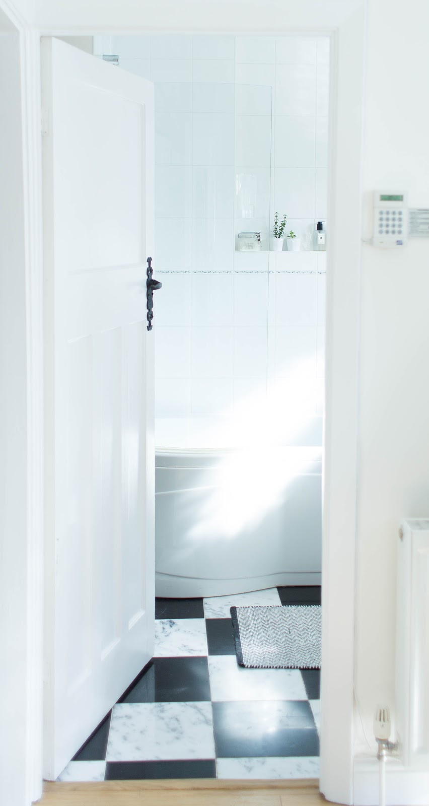 MAKE-OVER: NEW MARBLE & MONOCHROME BATHROOM | FINNTERIOR DESIGNER