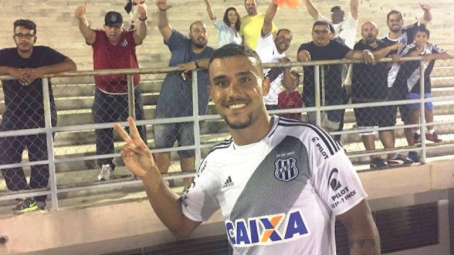 William Pottker abriu o placar em cobrança de pênalti no estádio Amigão, em Campina Grande, na Paraíba (Foto: Ponte Press/Rodrigo Ceregatti)