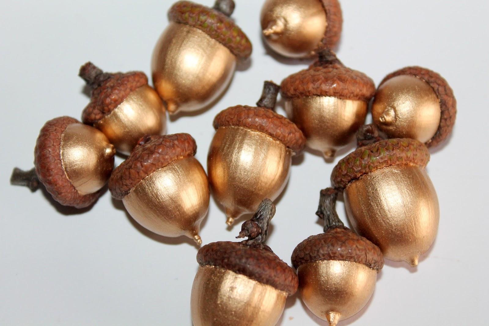 DIY, Basteln: goldene Eicheln in Dekoration, Herbstdekoration, Basteln mit Naturmaterialien - DIYCarinchen
