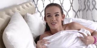 Hijastra se va a la cama de padrastro mientras duerme para hacer el amor