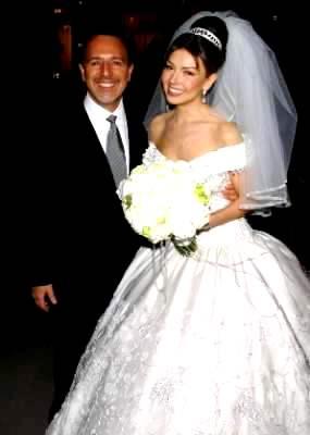 Foto de Thalia junto a su esposo Tommy Mottola