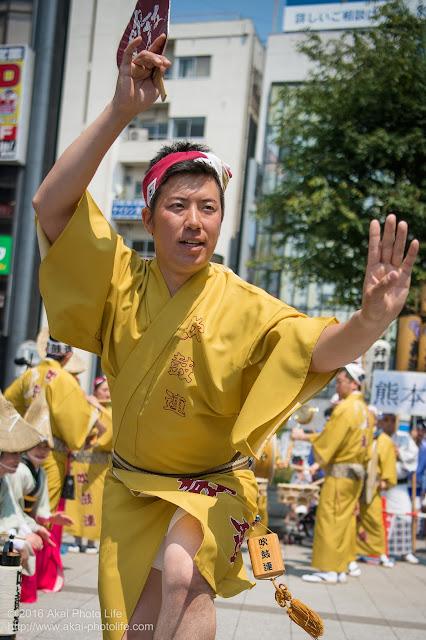 吹鼓連、高円寺駅北口広場での舞台踊り、男踊りの踊り手の写真 10