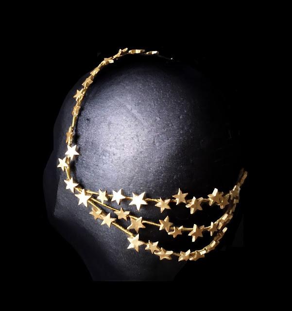 Corona Dorada con Estrellas Porcelana