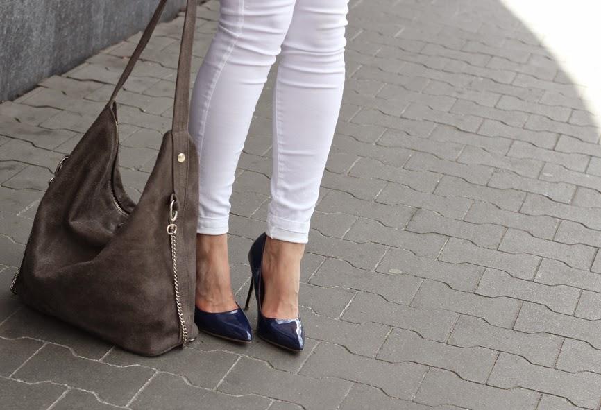 klasyka, klasycznie, office style, białe, błękitna koszula, jak nosić, poznań streetstyle, bloggerki po 30-ce, blog po 30-ce, kobiety, styl zycia, lustrzanki