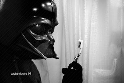 Darth Vader y su cepillo de dientes · conloscohosentidos.es