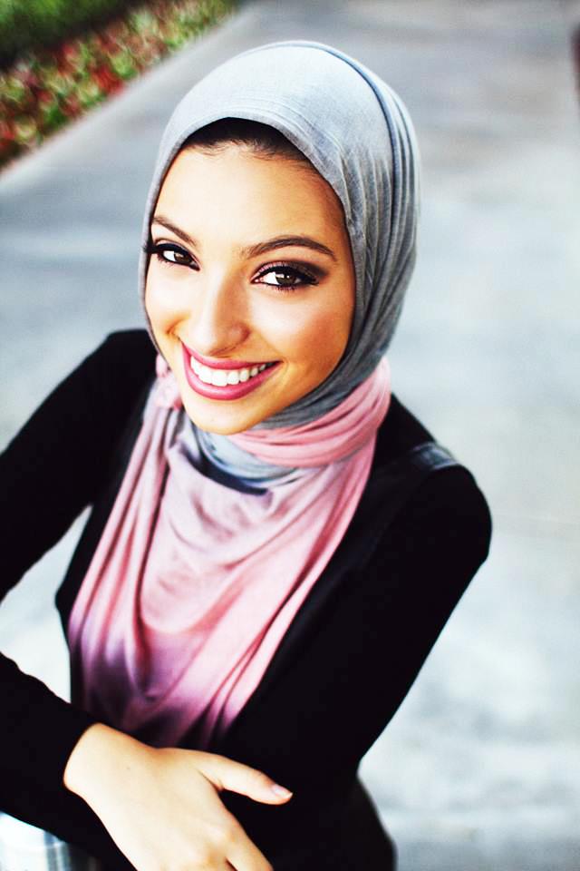 News Anchor Noor Tagouri hijab cantik masni seksi di amerika SErikat