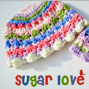 http://translate.google.es/translate?hl=es&sl=en&tl=es&u=http%3A%2F%2Fmymerrymessylife.com%2F2013%2F10%2Fsugar-love-crochet-baby-girl-beanie-free-patterns.html