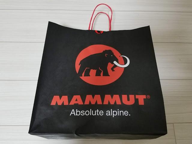 MAMMUTのアヤコ プロ HSフーデッドジャケットが入っていた紙袋