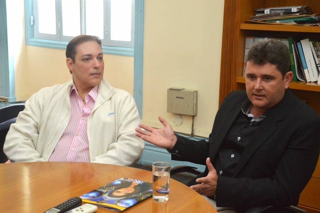 Prefeito Arlei e Luis Costa, coordenador do concurso de beleza