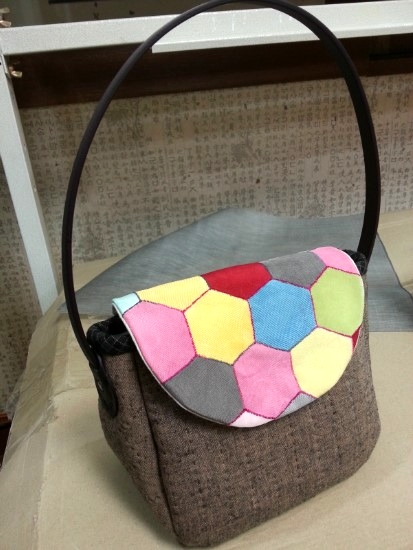 Patchwork and Quilted Hexagon Bag. DIY tutorial in pictures.