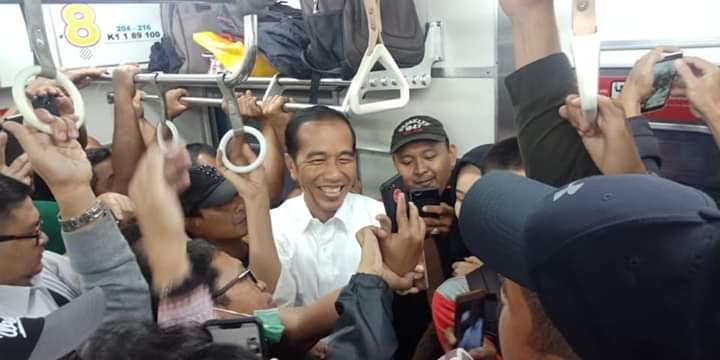 Utang Indonesia Lunas Saat Jokowi Naik KRL