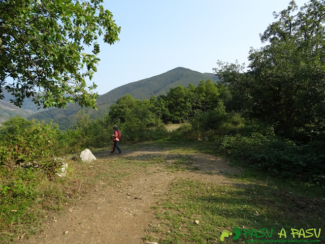 Ruta Torre Bermeja: Bajando a Posada de Valdeón desde Vega de Llós
