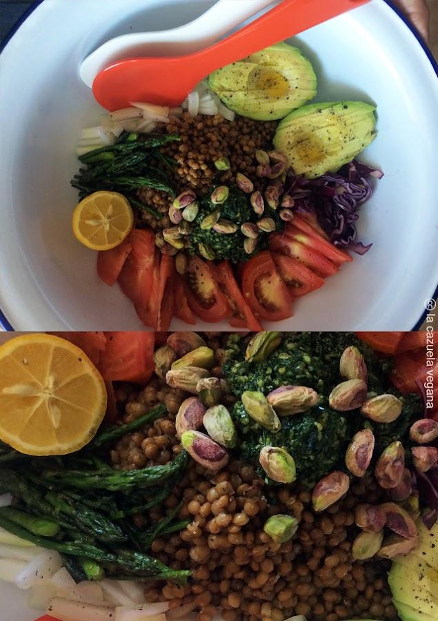 La Cazuela Vegana. Ensalada de lentejas, aguacate, espárragos, pistachos y pesto