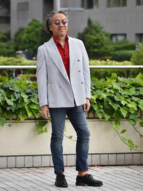 テーラードジャケットとポロシャツのコーディネート
