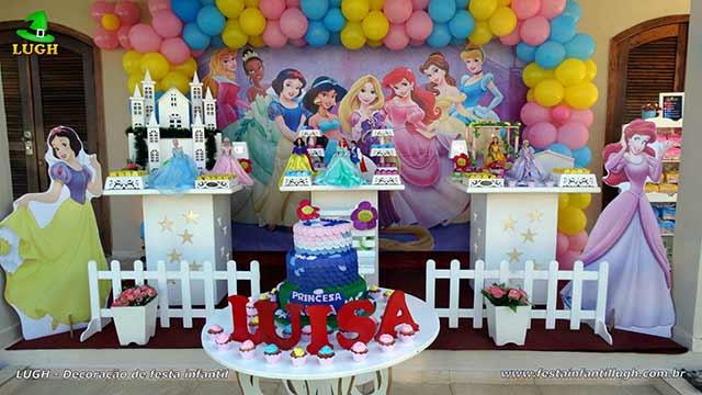 Decoração de aniversário Princesas Disney - Mesa provençal simples