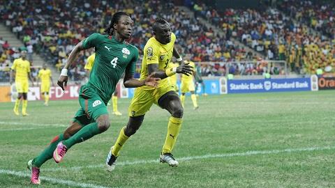 Trung vệ Vincent Bossou thi đấu tại World Cup 2014