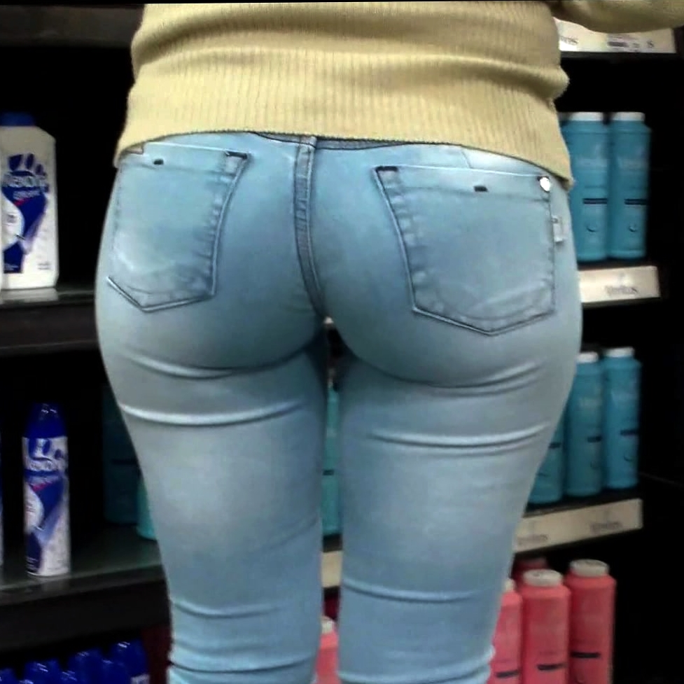 Super milfy ass in jeans
