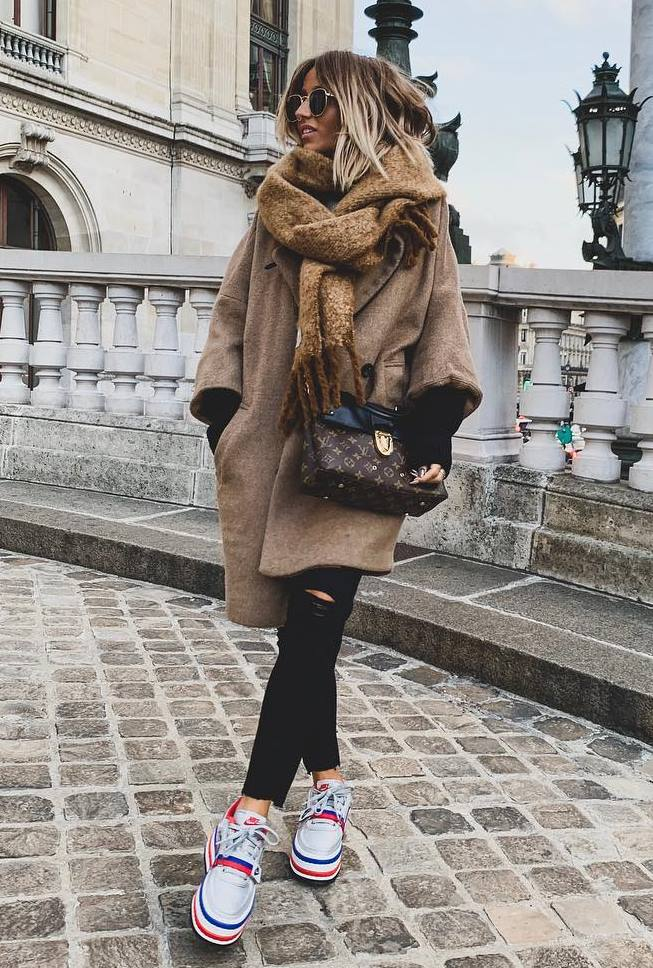 cozy winter outfit idea with a coat : sneakers + jeans + crossbody bag + scarf
