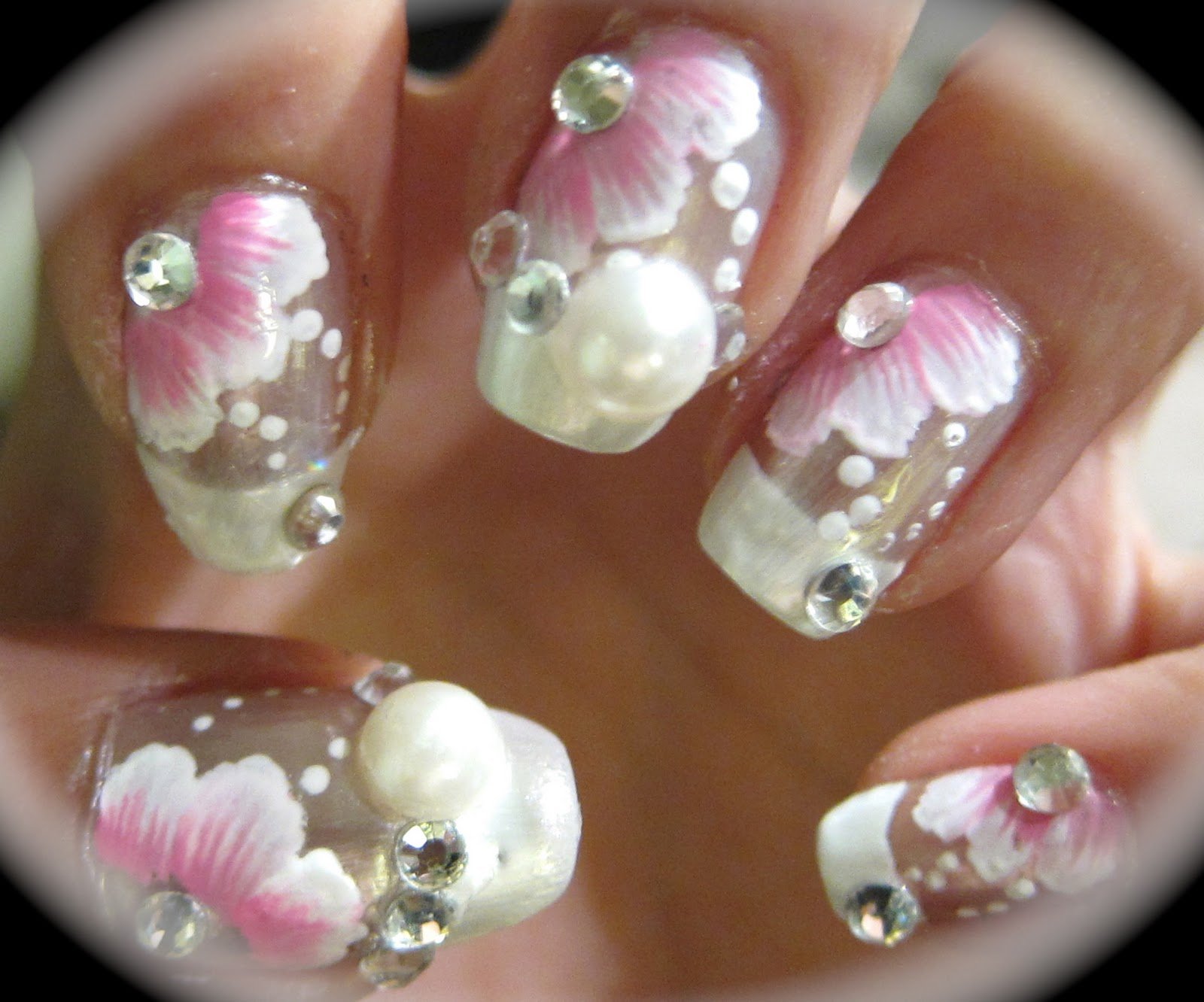 anny-simplichic: Beautiful Wedding Nails with Pearls and Gems