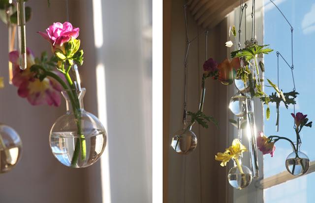 Mobile med friske blomster