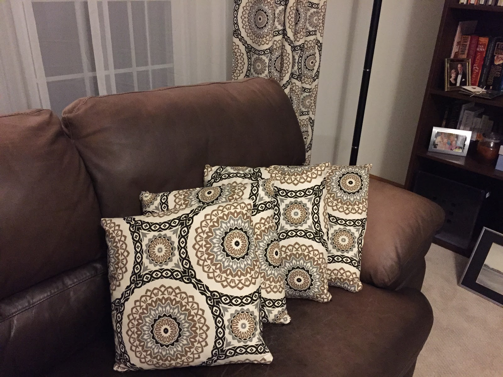 New Curtains Means I Need Matching Throw Pillows Made These With Invisible Zippers Ill Show You How