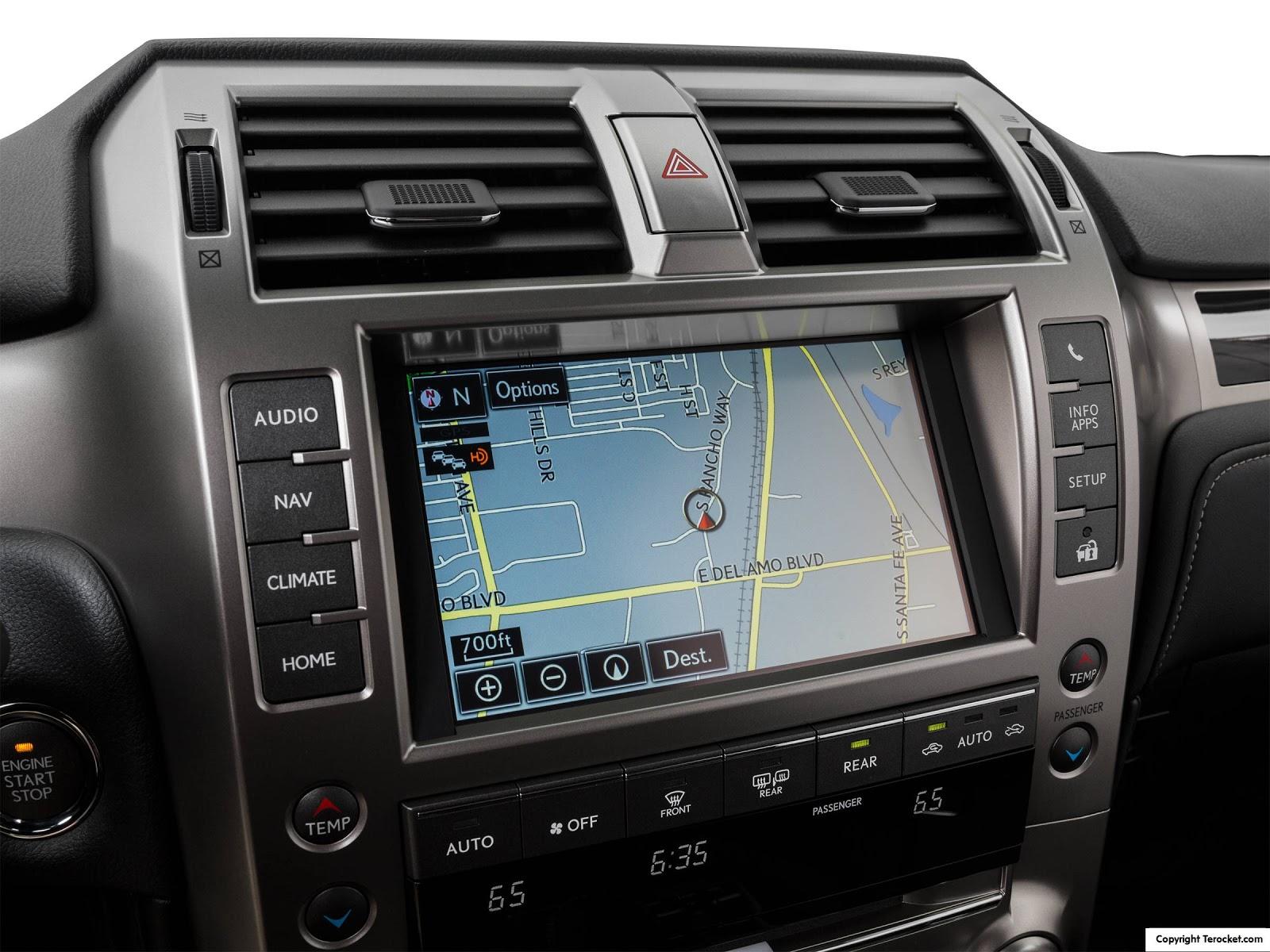 Nhiều tính năng như định vị, chỉ dẫn bản đồ, giải trí, cảnh báo nguy hiểm đều được trang bị trên Lexus GX460 2016
