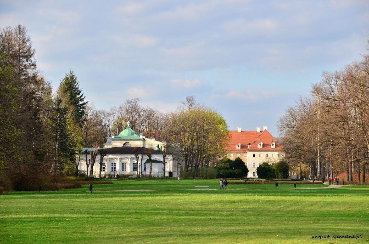 Park Zdrojowy-widok na budynek teatru oraz pałacu