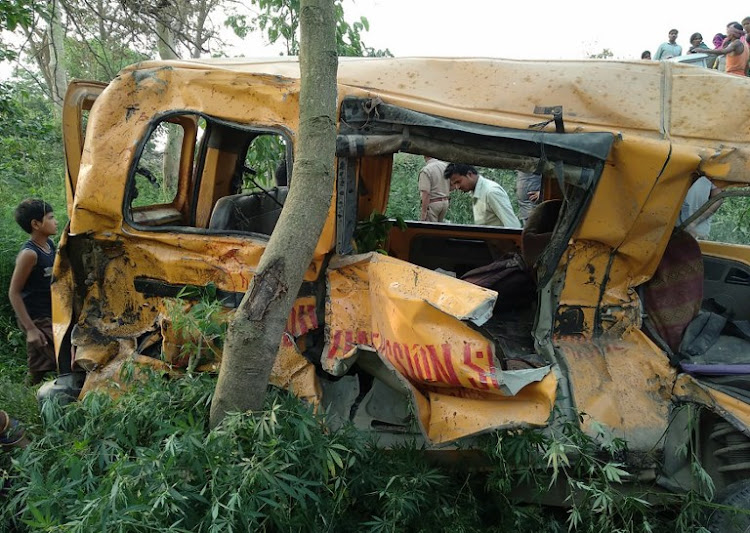 13 children dead after train hits school bus