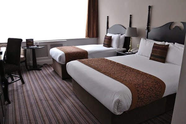 A hotel bedroom 2 beds