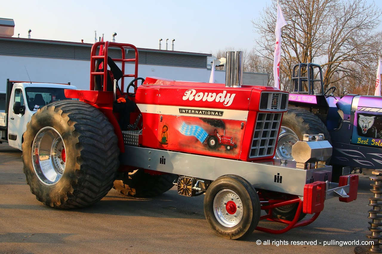 Ih Super Stock Pulling : Tractor pulling news pullingworld changes on rowdy