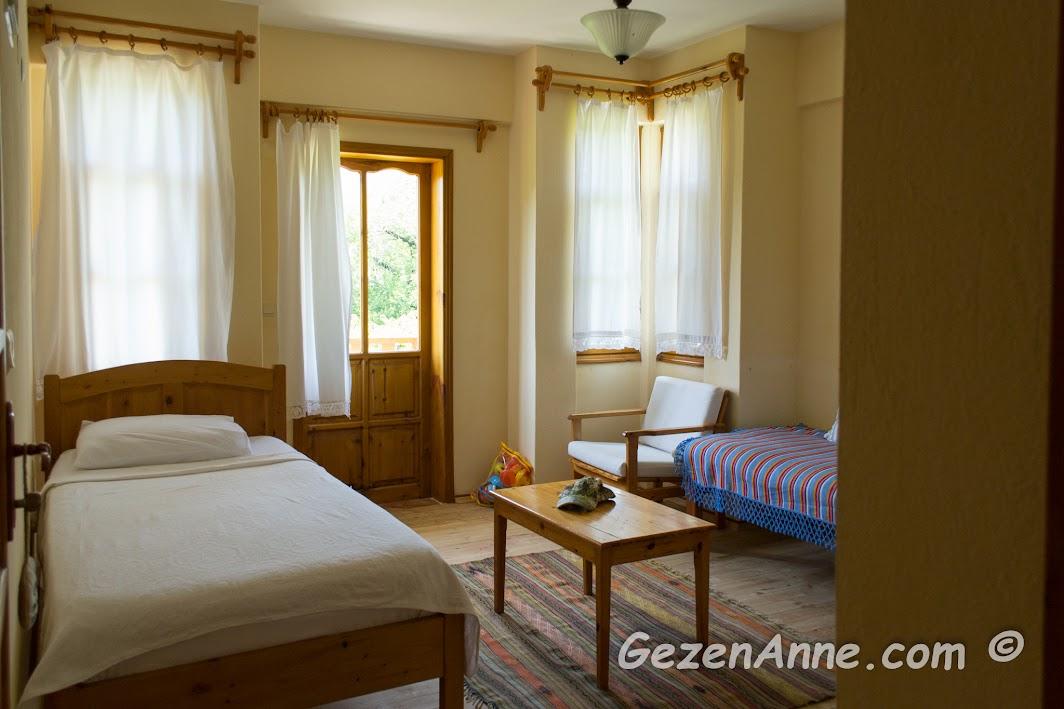 Yonca Lodge otelde aile odalarındaki çocuk yatağı